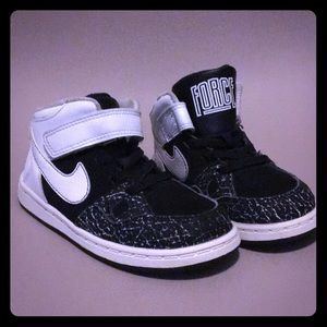 Nike son of Force mid tops boys size 9c